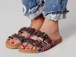 Давайте подивимося, з чим носити взуття біркенштоки на фото