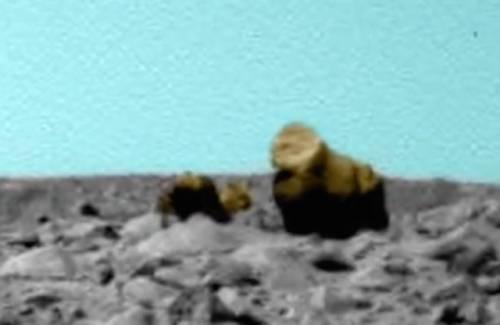 Таємнича істота на Марсі з дитиною