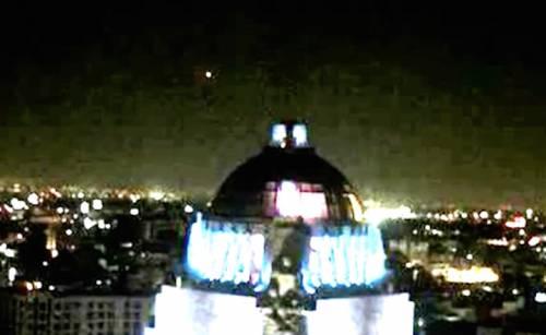 НЛО над монументом в Мехіко 3 лютого 2016