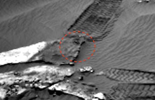 Марсохід розчавив статую. Помилка або навмисна дія